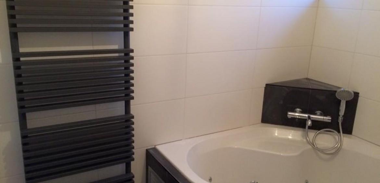 Badkamer renovatie met bubbelbad - Lodewijks Installaties